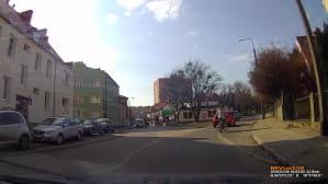 Zajechanie drogi rowerzystce