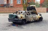 Wrak spalonego auta na Dworskiej w Gdańsku