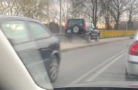 Straszyn ulica Boczna - Land Rover robi ulicę z chodnika