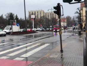 Zablokowana al. Niepodległości w kierunku Gdańska i ewakuacja stacji paliw