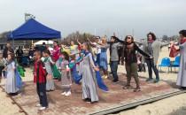 Tańce i zabawa przy okazji czytania Biblii...