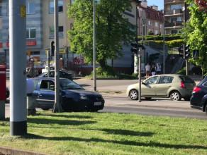 Clio utrudnia ruch po kolizji na Kartuskiej