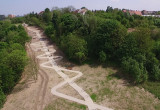 Schody do nowego punktu widokowego na Siedlcach z lotu ptaka