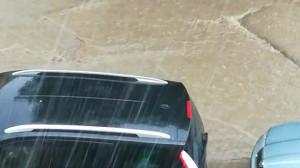 Ulewa zerwała asfalt na Śniadeckich we Wrzeszczu