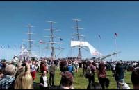 Dar Młodzieży wypływa z Gdyni
