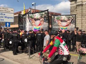 Okrzyki przeciwników Marszu Równości