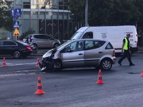 Skutki wypadku na krzyżówce al. Zwycięstwa i Stryjskiej w Gdyni