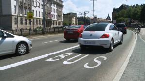 Kierowcy jeżdżą po nowym buspasie w centrum Gdańska