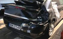 Rozbity Opel pod Zieleniakiem