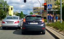 Na czerwonym przez przejście