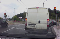 Kolizja trolejbusa z dostawczakiem