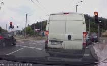 Kolizja na Nowowiczlińskiej: trolejbus i...