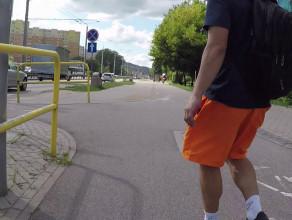 Zderzenie rowerzysty z pieszym na przejeździe rowerowym
