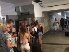 Kolejki do biletomatów w tunelu SKM