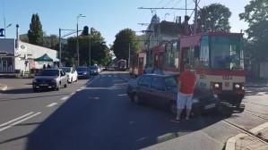 Wypadek tramwaju i osobówki