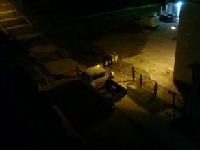 Nocne koszenie trawy na ul. Ciasnej w Gdańsku