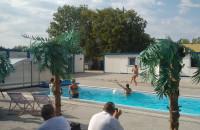 Lato nad basenem