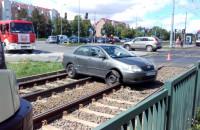 Samochód na torach tramwajowych na Ujeścisku