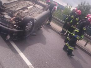 Samochód dachował na ul. Janka Wiśniewskiego