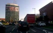 Zderzenie ciężarówki z osobówką na Podwalu...