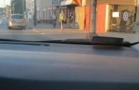 Pachołki na ulicy utrudniają przejazd