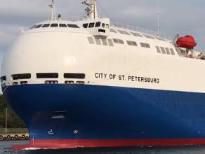 Japoński samochodowiec wychodzi z portu w Gdańsku
