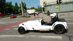 Dziwne auto sportowe w Gdyni
