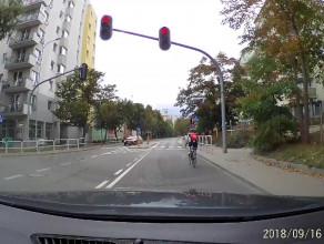 Na rowerze na czerwonym