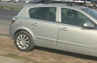 Auto zaparkowane na chodniku