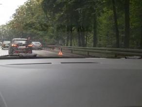 Rozbity Mercedes na końcówce  Słowackiego w górę