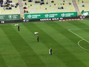 Pomysłowa prezentacja składu na meczu Lechii Gdańsk