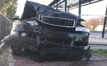 Skutki wypadku osobówki i ciężarówki na...