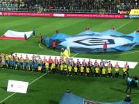 4 zwrotki hymnu narodowego przed meczem Arka - Pogoń