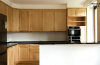 Kuchnia na wymiar (drewno + kamień) i dwie łazienki / Dopasowanedociebie.pl - meble na wymiar