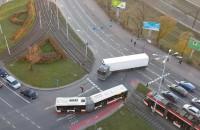 Ciężarówka wjechała pod prąd w centrum Gdańska