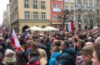 Hymn Polski odśpiewany w południe na Długim Targu