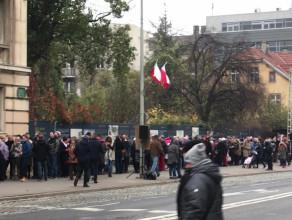 Kolejka do zwiedzania Banku Polskiego w Gdyni