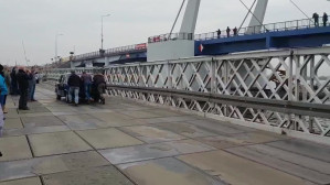 Ostatni przejazd po moście pontonowym w Sobieszewie