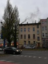 Czarny dym z komina we Wrzeszczu