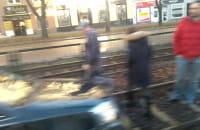 Samochód na torowisku tramwajowym we Wrzeszczu