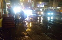 Kierowcy ochlapują pieszych we Wrzeszczu