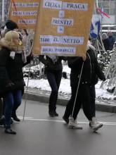 Pracownicy sądu blokują pl. Konstytucji w Gdyni