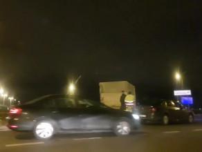Dostawczak wypadł z drogi na rondzie w Letnicy