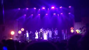 Badach śpiewa z chórem TGD