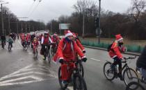 Przejazd Mikołajów na rowerach przez Sopot...