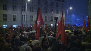 Mieszkańcy oddali hołd prezydentowi pod Urzędem Miasta
