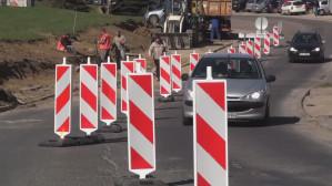 Paraliż ul. Piekarniczej, kierowcy łamią przepisy.