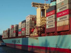 Wejście kontenerowca Maersk Charlotte do gdyńskiego portu