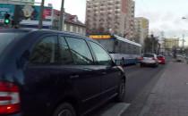 Polująca na rowerzystów na Chylońskiej