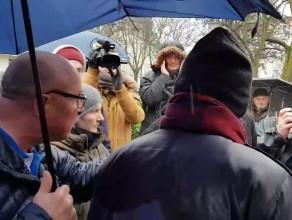 Kłótnia pod pomnikiem ks. Jankowskiego